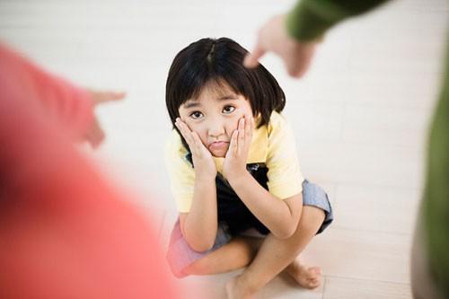 Trẻ tổn thương tinh thần lâu dài vì bị kiểm soát quá mức