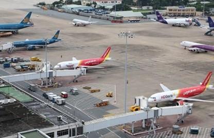 Hàng chục chuyến bay bị hủy do bão số 3