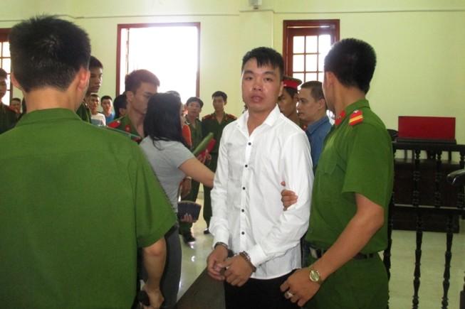 Đề nghị án 17 năm tù cho kẻ xả súng giết người