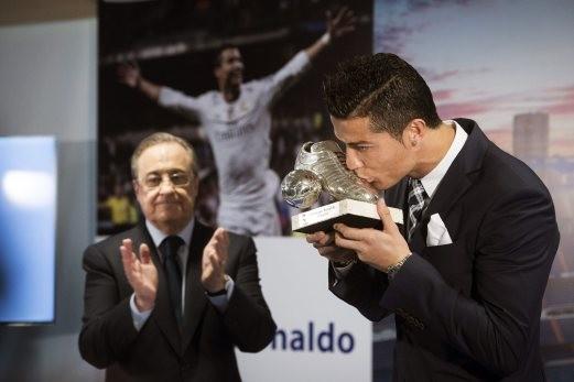Tiệc mừng 'kỷ lục của mọi kỷ lục' cho Ronaldo