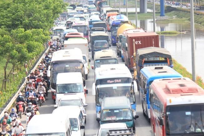 Xe tải trên 5 tấn có thể sẽ 'dồn' vào cao tốc Trung Lương
