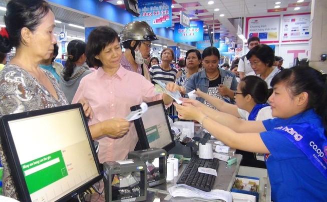 Siêu thị tặng nhiều nhu yếu phẩm tri ân khách hàng