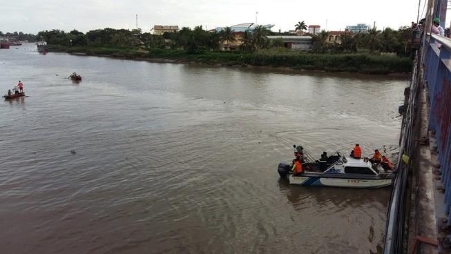Nam thanh niên ngã xuống sông Lạch Tray mất tích