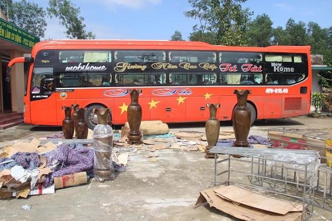 Bắt xe khách vận chuyển lậu 265 kg gốc rễ gỗ hương