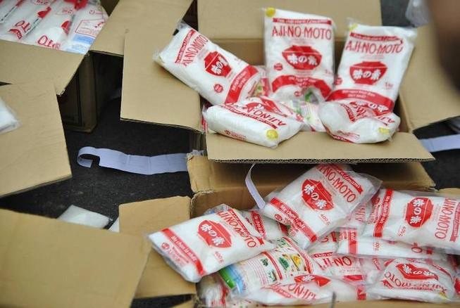 Bắt khẩn cấp đối tượng sản xuất bọt ngọt, bột giặt giả