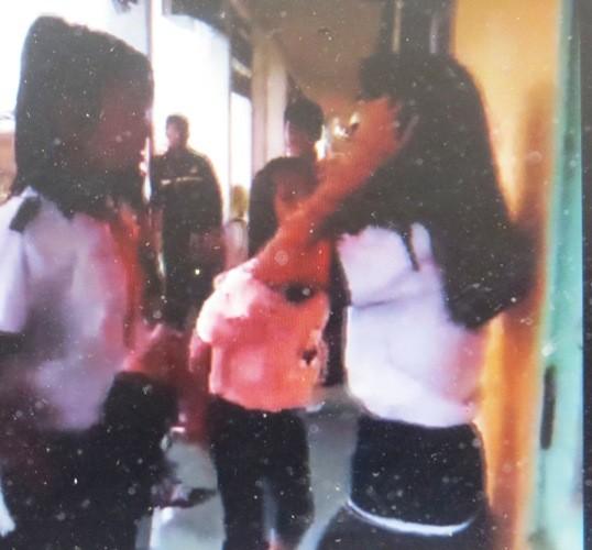Xôn xao đoạn clip một nữ sinh bị đánh hội đồng