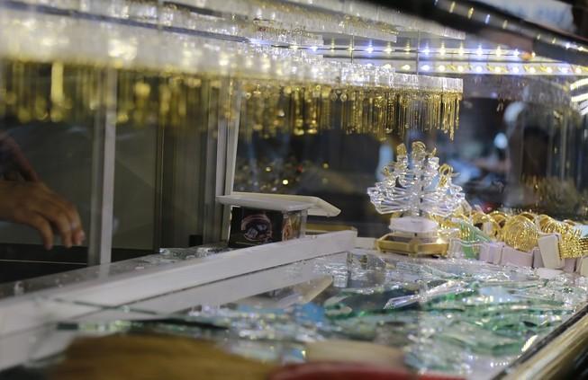 Bịt mặt xông vào tiệm vàng cướp giữa ban ngày