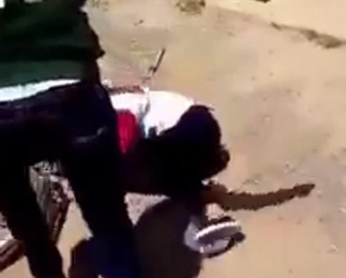 Người đánh học sinh trong clip đã bỏ trốn