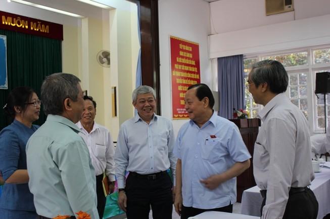 Cử tri TP.HCM đề nghị cách chức phó giám đốc Sở mở tiệc hoành tráng
