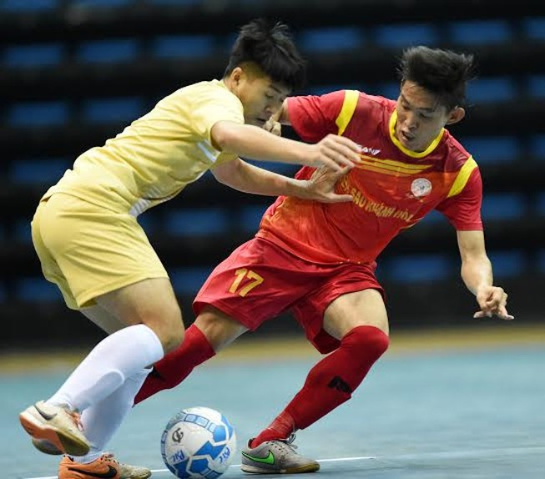 Cầu thủ dốc sức lấy điểm ở Giải Vô địch Futsal toàn quốc