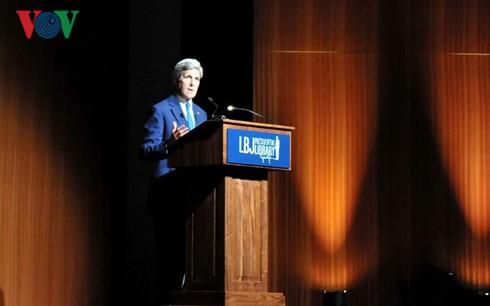 Ngoại trưởng Mỹ rơi nước mắt khi nói về chiến tranh Việt Nam