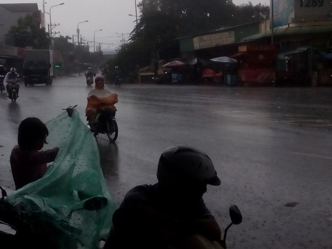 Mưa lớn kéo dài hơn 1 tiếng ở Biên Hòa