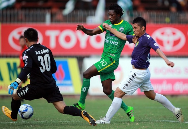 Vòng 10 V-League 2016: Đội hình chắp vá, á quân thảm bại