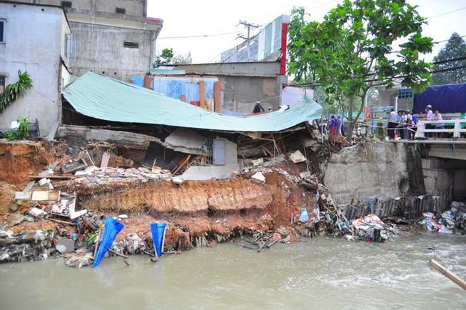Đồng Nai kiểm tra cầu gần khu vực nhà dân bị nước cuốn trôi