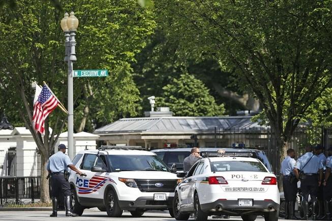 Kẻ tình nghi bị bắt giữ sau khi nổ súng tại Nhà Trắng