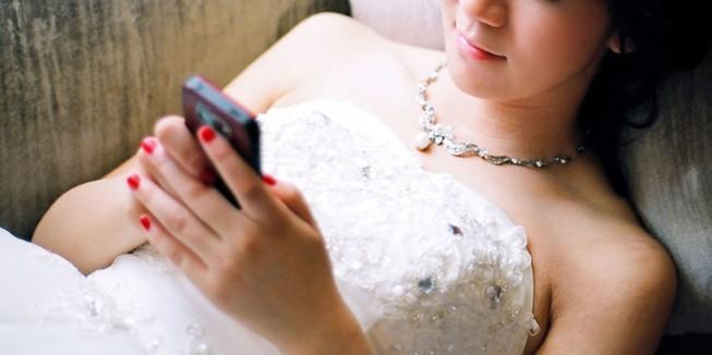Cô dâu bị chồng bỏ 1 ngày sau khi cưới vì mải nhắn tin