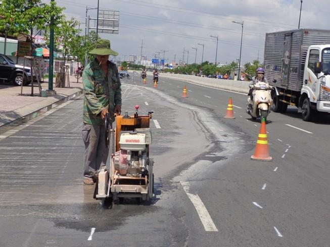 Chuyên gia phân tích những vết nứt 'lạ' trên đường Phạm Văn Đồng