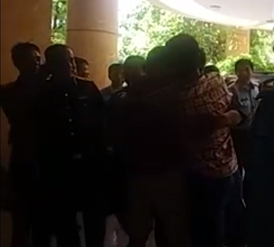 Video: Phi công  Nguyễn Hữu Cường đã về đất liền an toàn