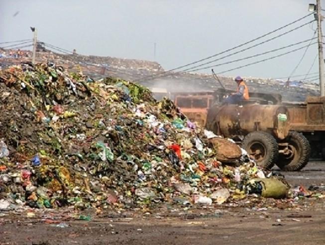 Khám sức khỏe đợt 2 cho dân sống quanh bãi rác Đông Thạnh