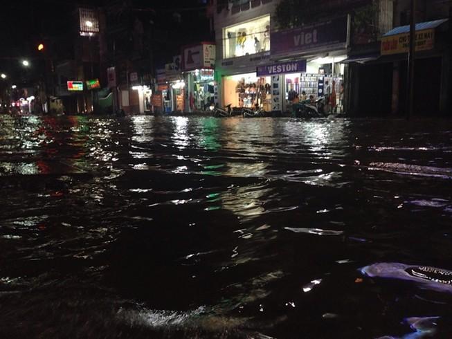 Cố đô Huế lại ngập nặng sau mưa
