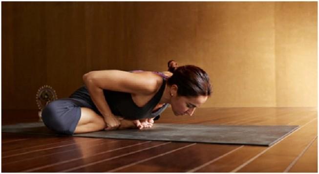 6 động tác yoga đơn giản tốt cho chuyện yêu