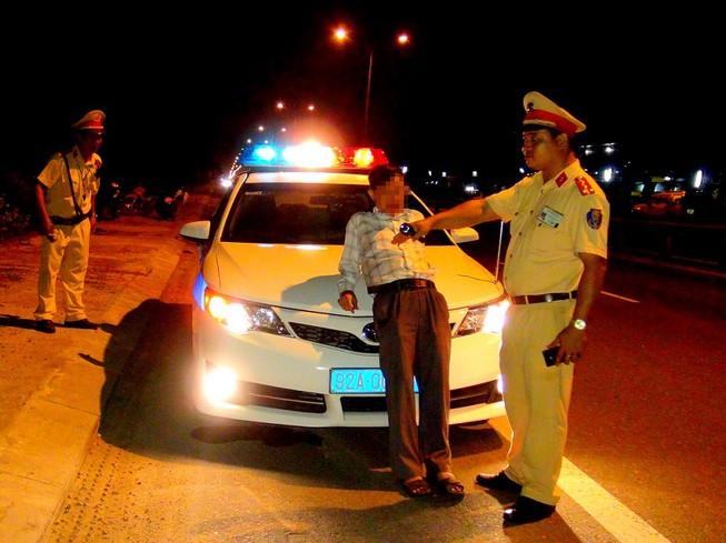 Phạt tài xế say rượu chặn đầu xe CSGT gần 20 triệu