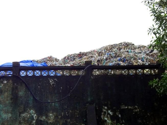 Nhà máy xử lý rác trở thành... bãi rác