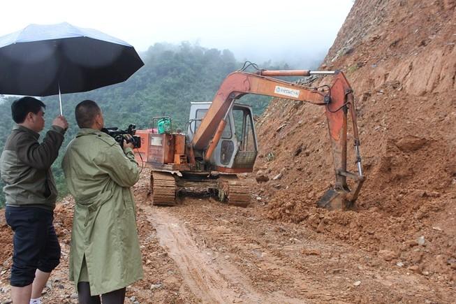 Quảng Ngãi gấp rút sửa xong cầu, đường trước tết
