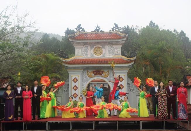 Khai hội đền Huyền Trân