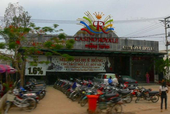 Bị chặt hai đốt ngón tay tại sòng bạc Campuchia