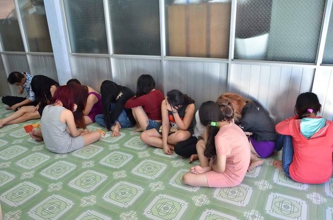 Bán dâm trong một cơ sở massage ở Phan Thiết