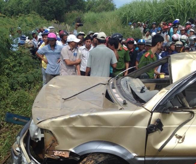Phát hiện nhiều mảnh vỡ của xe ô tô lao xuống sông