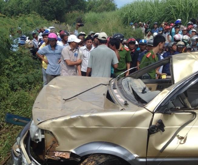 Gần 2 ngày mới phát hiện xe mất tích dưới đáy sông