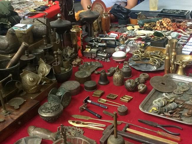 """Chợ """"phiên"""" đồ cổ hút khách ở đất Gia Định xưa"""