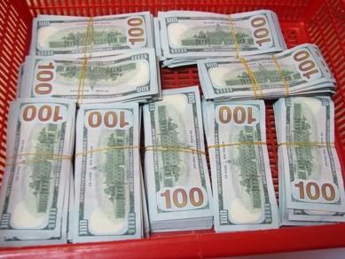 Vận chuyển trái phép 90.000 USD từ Hàn Quốc về Việt Nam