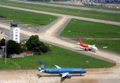 Bị sét đánh, sân bay Tân Sơn Nhất đóng một đường băng