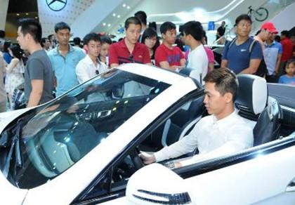 Thuế tăng khiến người Việt giảm mua ô tô nhập khẩu