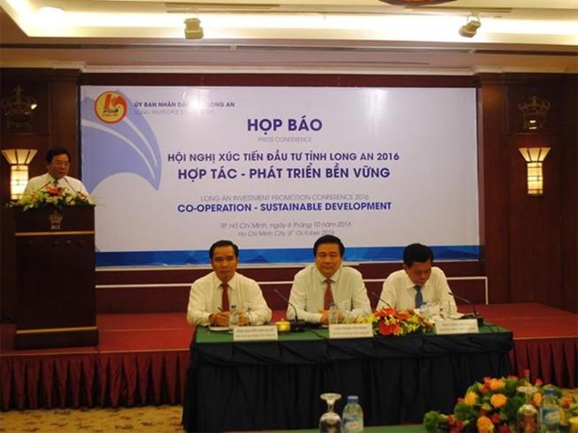 Chủ tịch tỉnh Long An:'Không đổi môi trường lấy đầu tư'
