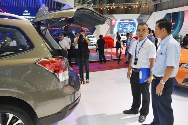 Ô tô nhập khẩu ngày càng rẻ: 200 triệu đồng/chiếc