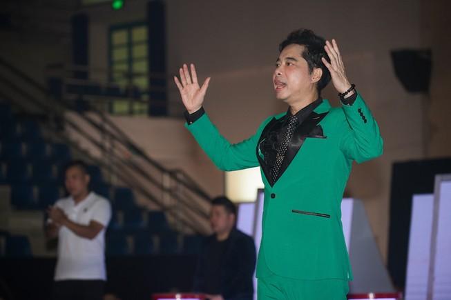 Ngọc Sơn huấn luyện bảy ca sĩ trẻ hát bolero