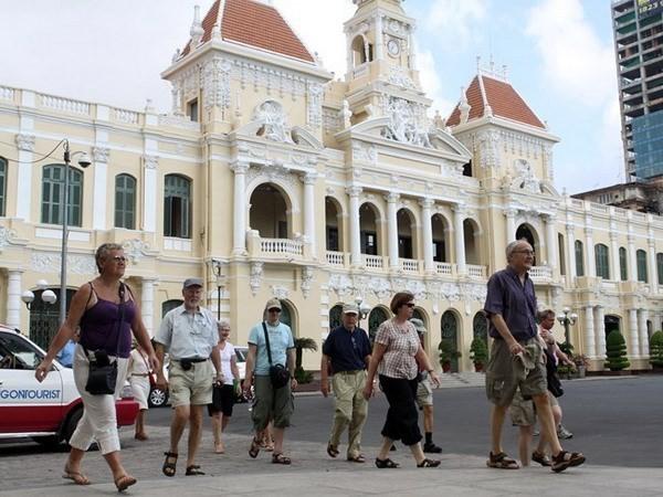 Phê bình GĐ Sở Du lịch vì đề xuất thu phí du khách