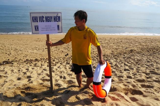 Cá lạ khổng lồ xuất hiện, cấm tắm biển Tuy Hòa