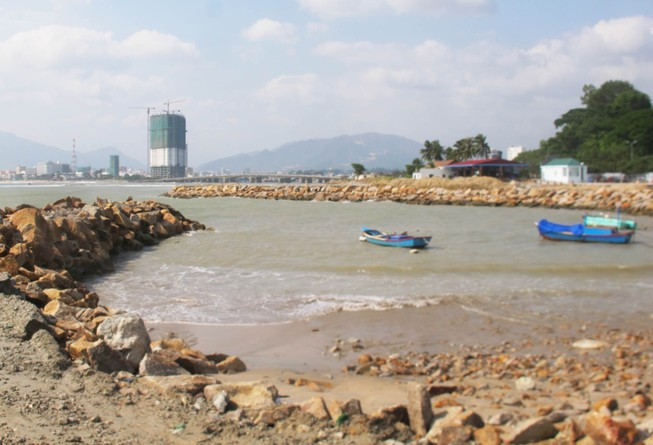 Né trách nhiệm vụ để lấp lấn vịnh Nha Trang trái phép