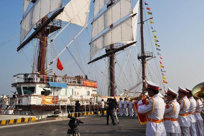 Hải quân Việt Nam đưa tàu buồm hiện đại bậc nhất thế giới vào sử dụng
