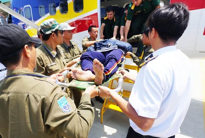 Dùng thủy phi cơ chở ngư dân đau tim ở Trường Sa về đất liền