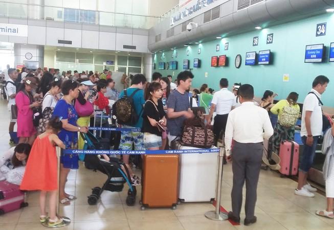 Chưa phát hiện nhân viên sân bay Cam Ranh vòi tiền hành khách