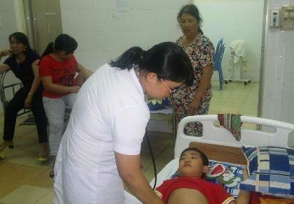 Phạt cơ sở bán bánh mì làm 26 người nhập viện
