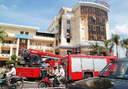 Cháy khách sạn, nhiều người hoảng loạn