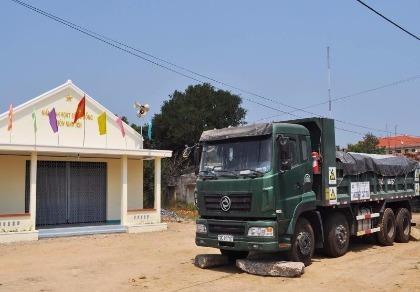 Sau 5 tháng 'bị giam', xe chở rác thải mới được giải cứu