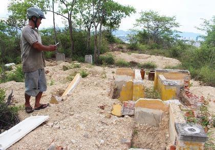 Cải táng 147 ngôi mộ bị dự án du lịch sinh thái đào phá